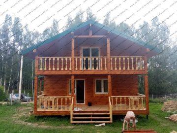 Двухэтажный дом из бруса с террасой и балконом