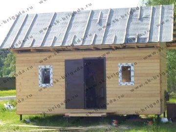 Маленький одноэтажный домик из бруса